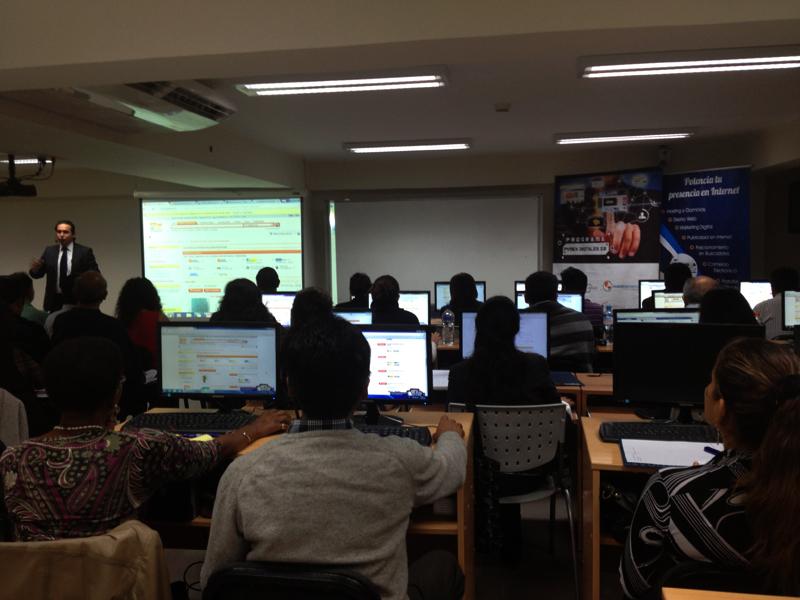 Los asistentes ya ubicados en el laboratorio - Capacitación PYMEX DIGITALES 3.0 - ADEX